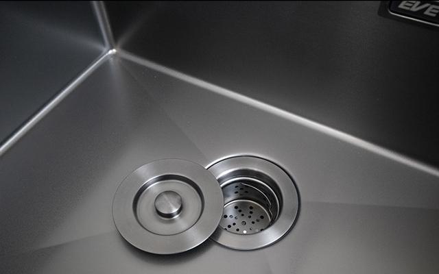 รัศมีความโค้งภายในหลุมซิงค์ล้างจาน