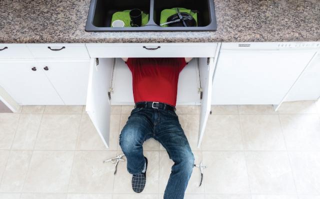 ซิงค์ล้างจาน,อ่างล้างจาน,เคาน์เตอร์อ่างล้างจาน,ติดตั้งอ่างล้างจาน,หยดน้ำที่ด้านใต้เคาน์เตอร์อ่างล้าง